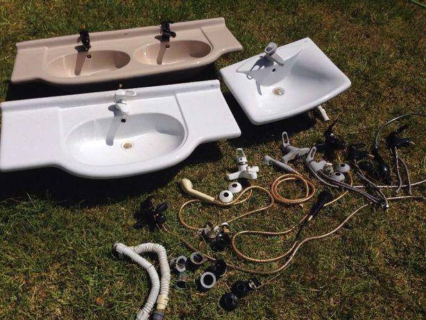 Lote de lavatórios com torneiras misturadoras e acessórios (roca)
