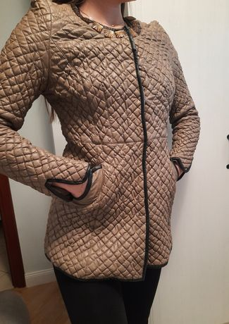 Pikowana beżowa kurtka