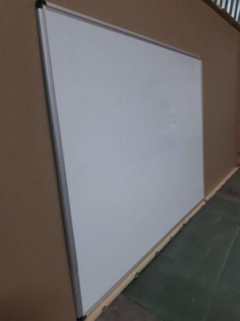 Tablica magnetyczna suchościeralna o wymiarach 150 na 100 cm