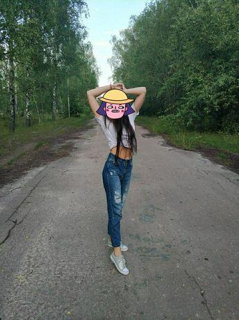 Рваные джинсы с высокой талией