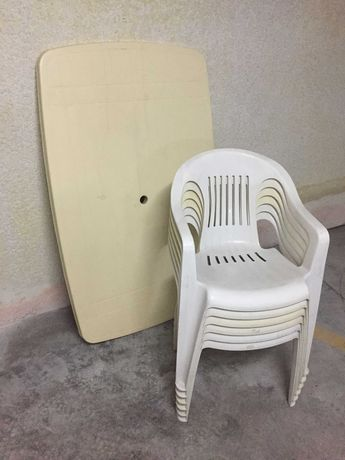 Mesa + cadeiras de jardim + guarda-sol