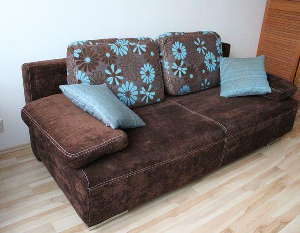 Ciemnobrązowa sofa rozkładana