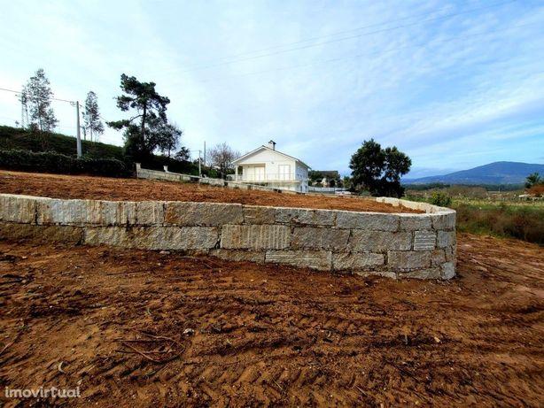 Terreno em zona de construção, para venda, a menos de 2 k...