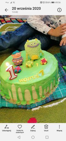 Figurki na tort Franki i Frank z masy cukrowej.