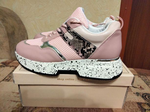 Продам кроссовки женские новые