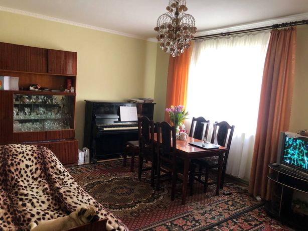 Продам велику 2-ох кімнатну, двоповерхову квартиру. Смт. Міжгір'я