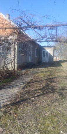 Продається будинок з червоної цегли
