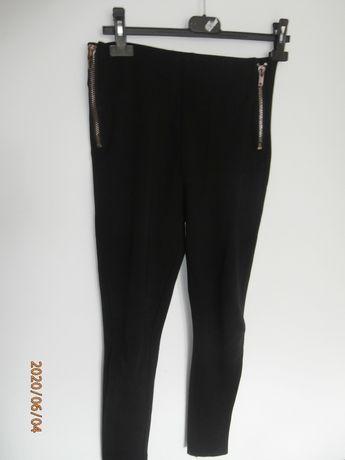 Czarne legginsy z wysokim stanem i zamkami marki Reserved