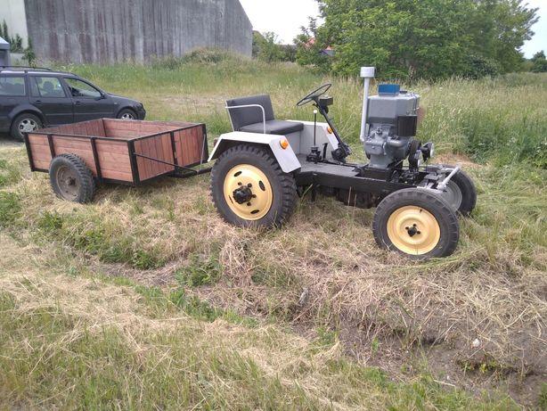 Traktor esiok ciefa z przyczepa