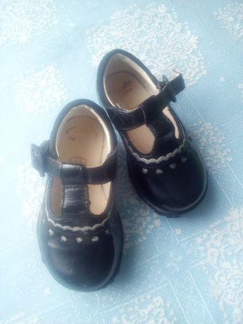 Продам дуже гарні туфлі для принцеси