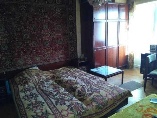 Сдается комната в 3‑комнатной квартире.