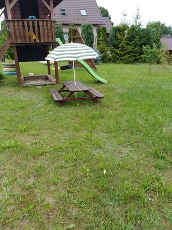 Stolik z ławeczkami
