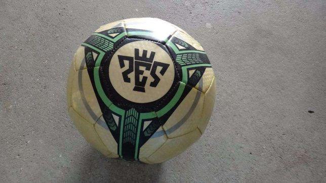 PES 2011 - Bola oficial