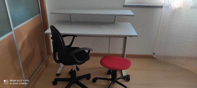 Secretaria com oferta de cadeira