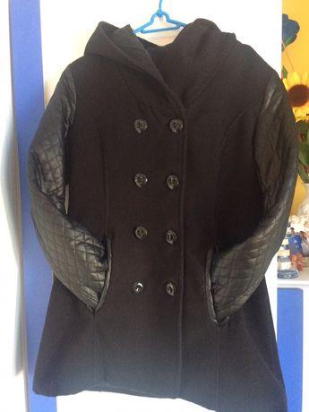 Płaszcz czarny z kapturem rozmiar M