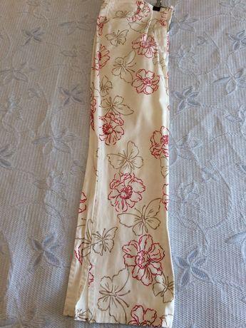 Calças de algodão 38 fundo branco com desenho de flores