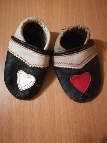 Кожаные чешки тапочки и тканевые детские