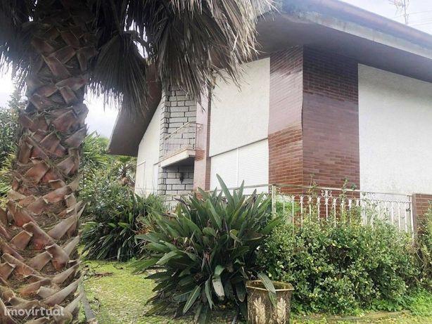 Moradia T8 com terreno de 1880m2 localizada em Barrô - Ág...