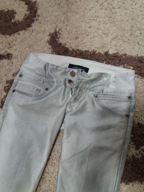 Женские джинсы с ремнём