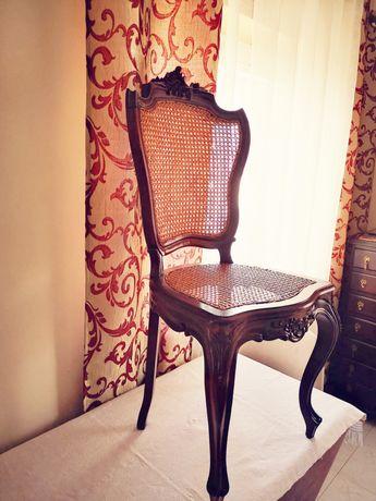 Vendo cadeiras em madeira e palhinha