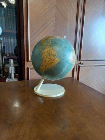 Глобус географический для школьника, высота 32 см, б/у.