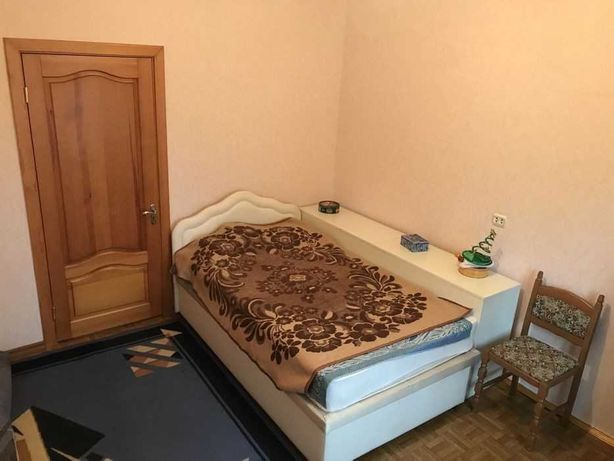 Продается 3к кв 72 м2 ул. А.Ахматовой 43 Дарницкий р-н м.Осокорки