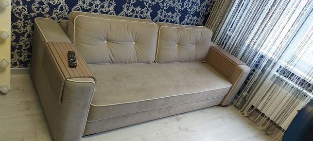 Продам диван ( как новый) + два подлокотника.