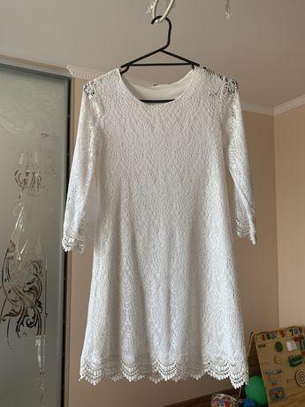 Біле мереживне плаття