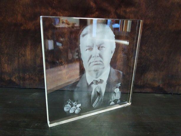 Фото на памятник , гравировка в стекле