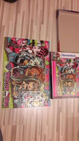 Puzzle 4 sztuki. Barbie , Monster High
