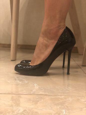 Продам кожаные туфли Carlo Pazollini 37