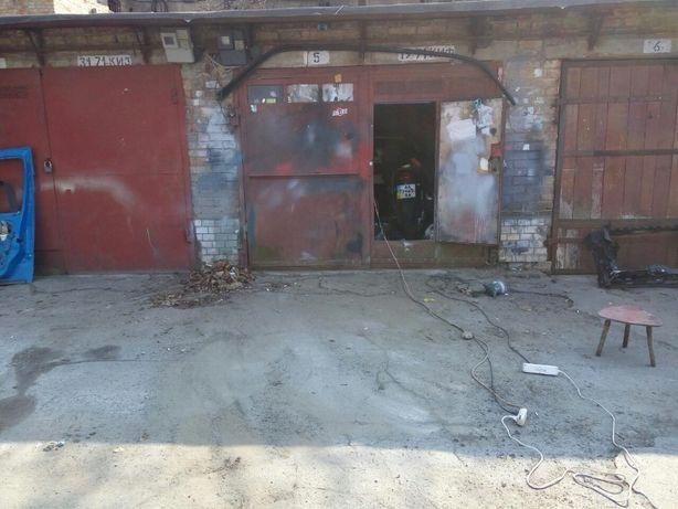 Продам гараж на Нивках на 2 машины(в длину)