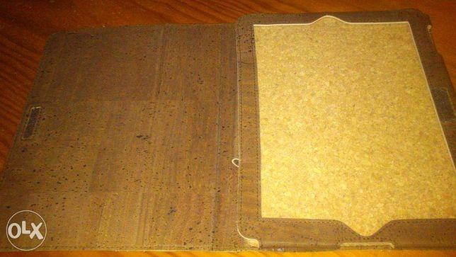 Capa para iPad em cortiça