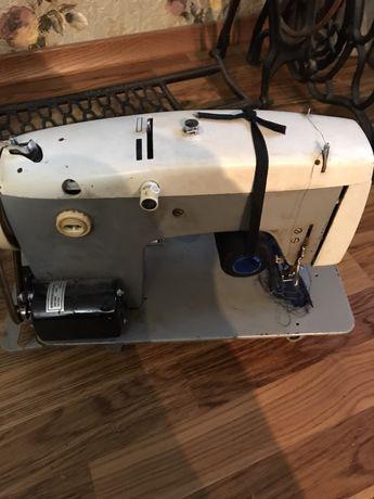 Швейная машина с ножным приводом марки Veritas.
