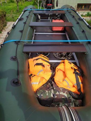 Продам лодку ПВХ Колибри КМ-450Д с мотором Mercury МЕ-30М с прицепом О