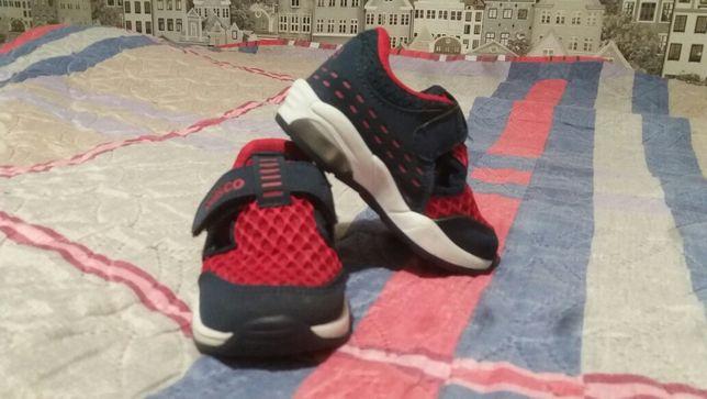 Продам кросівки дитячі