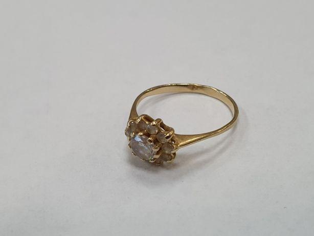 Klasyczny złoty pierścionek damski/ 585/ 1.7 gram/ R13/ Cyrkonie/ skle