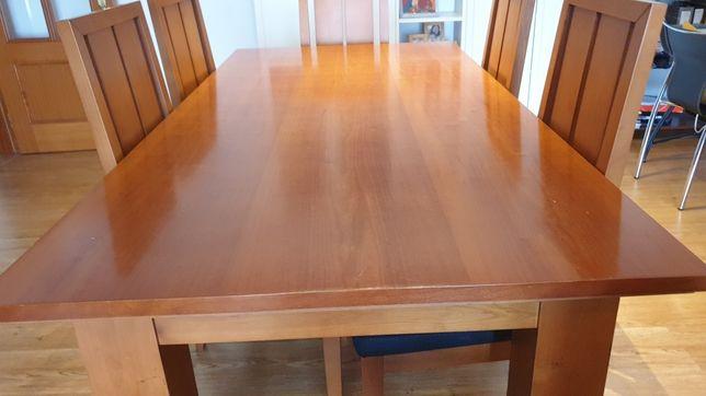Mesa de madeira maciça + cadeiras