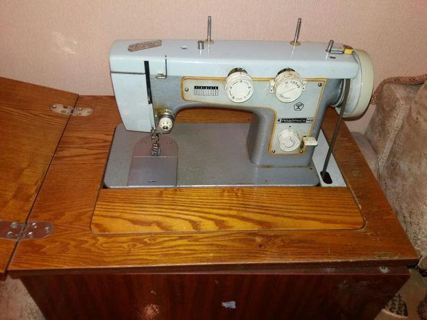 Швейная бытовая машина Подольск-142