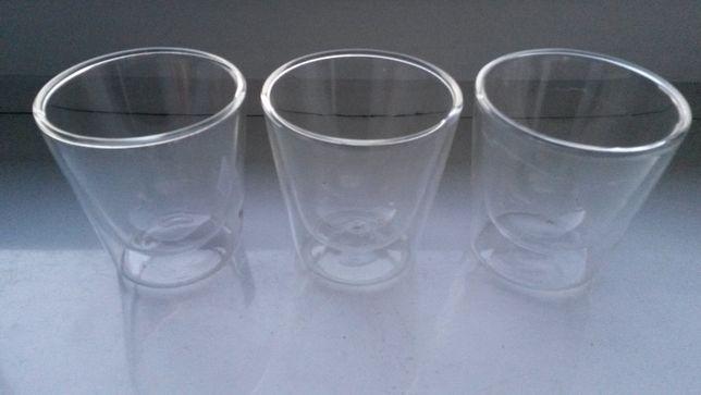Szklanki z podwójnym szkłem