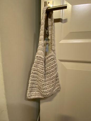 Bolsa pequena/ média em croché estilo vintage. Fio de seda e algodão