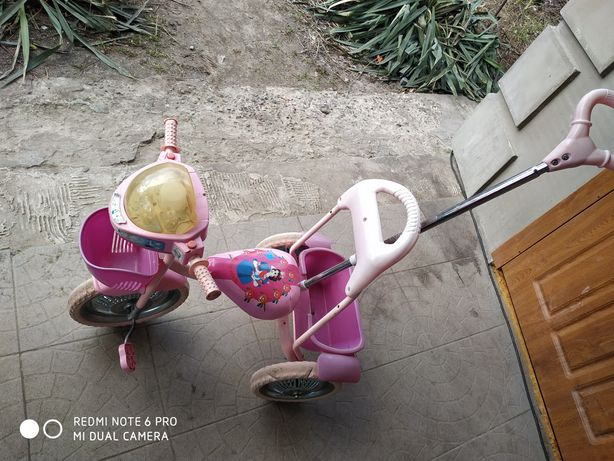Детский трёхколёсный велосипед.