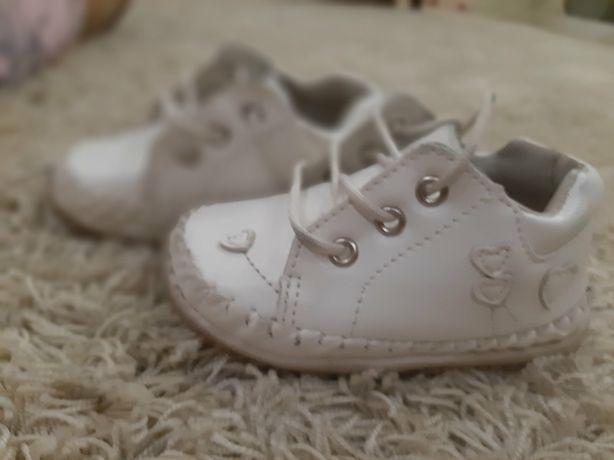 Продам обувь 3 пары на девочку