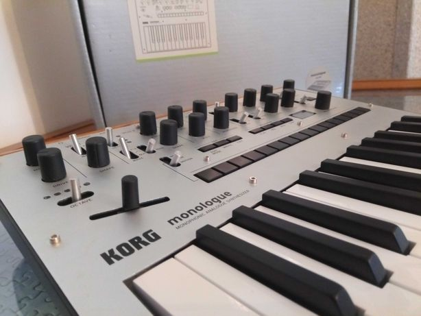 Teclado - Korg Monologue