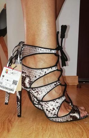 Sandálias em pele NOVAS Zara