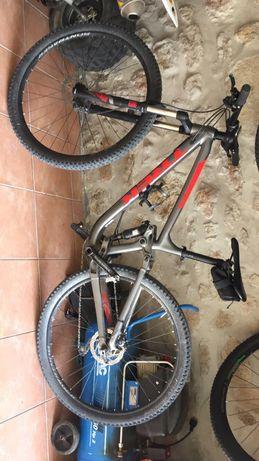 Bicicleta treck enduro