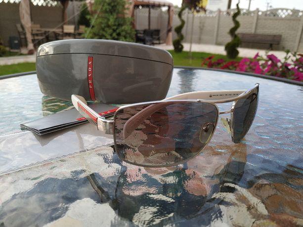 Prada Солнцезащитные очки. Состояние новых