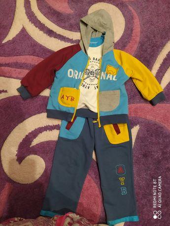 Продам спортивный костюм тройку на мальчика