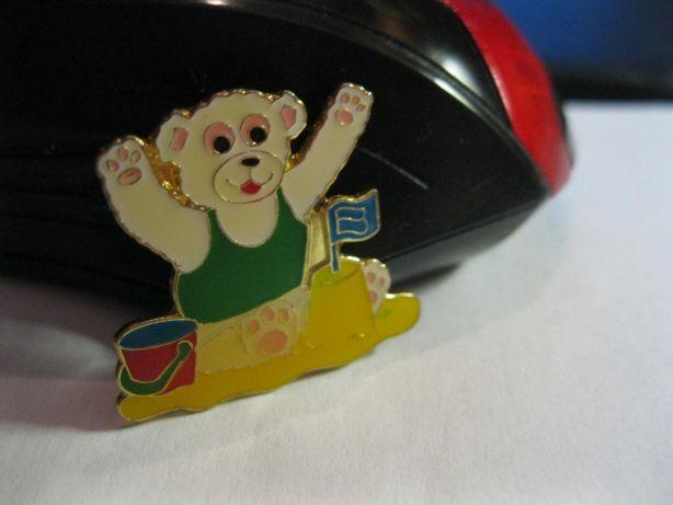 детский значок мишка в песочнице медведь из британия металл новый миша