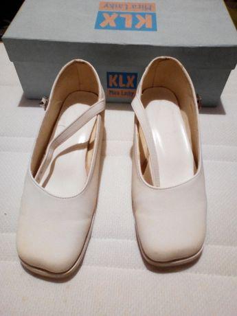 Buty białe komunijne r 31, stan bardzo dobry.